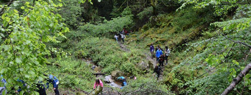 Ruta de senderismo en Asturias con jóvenes de un colegio