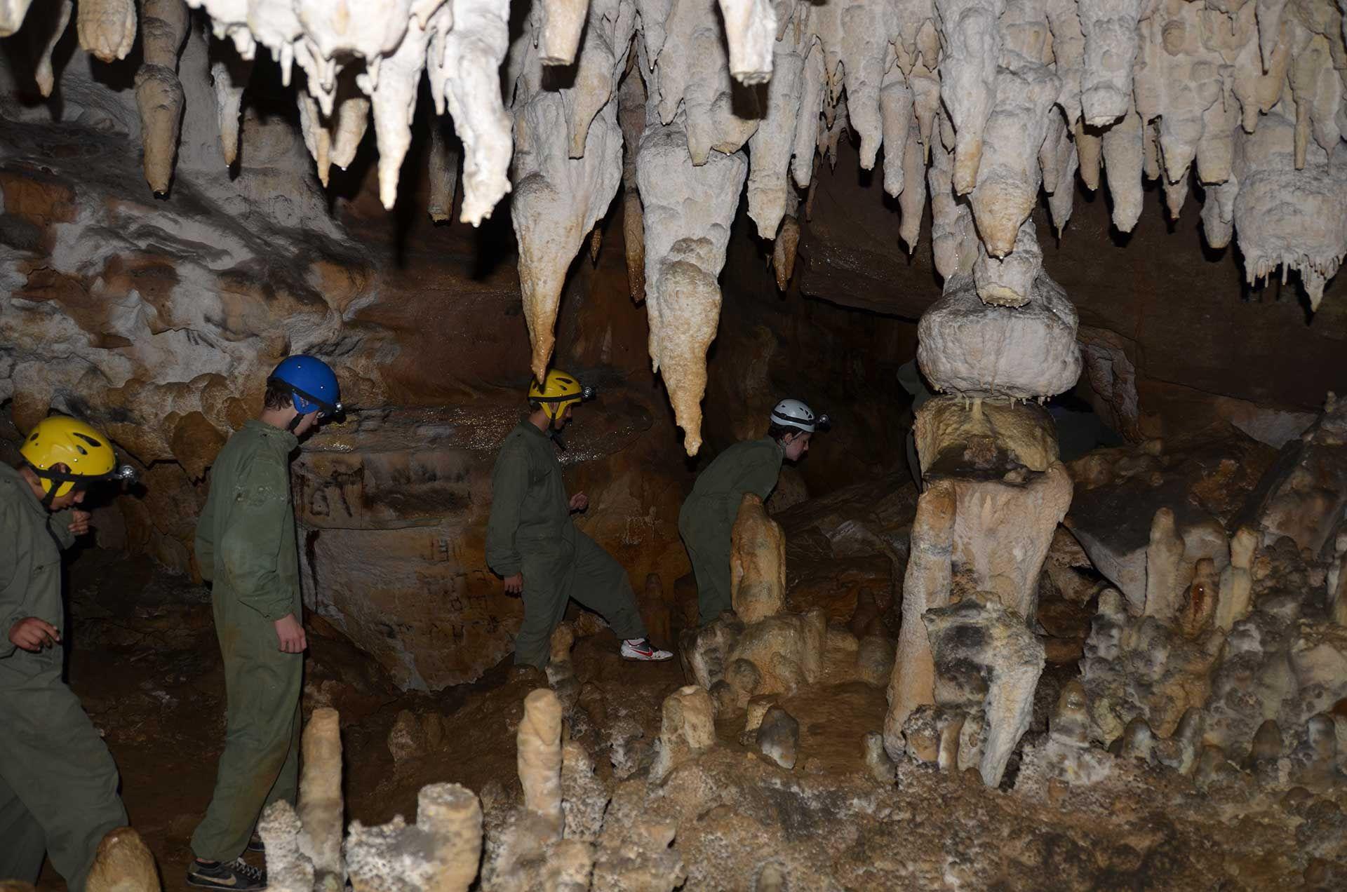 Te enseñamos las cuevas de Asturias. Espeleología