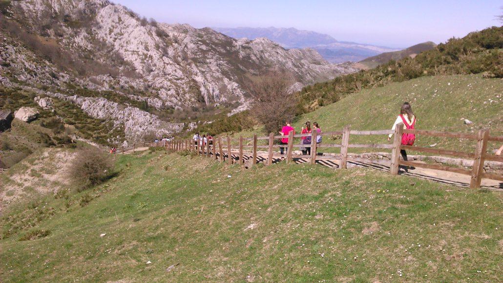 Excursiones senderismo para colegios en los picos de europa